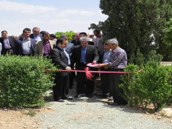 نخستین جشنورا و نمایشگاه گل زنبق در پژوهشکده گل محلات افتتاح شد.